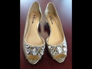 Gorgeous Gold Shoes, Size 9