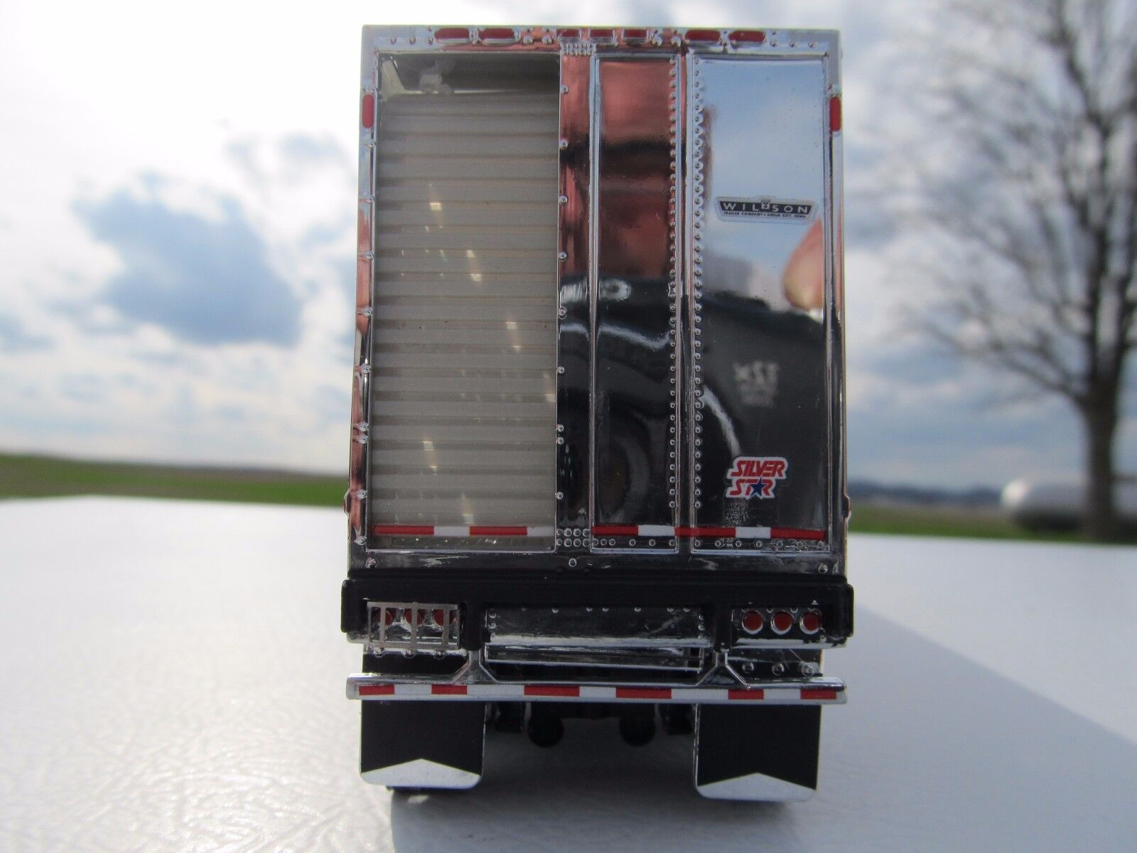 DCP 1/64 SCALE WILSON LIVESTOCK TRAILER TANDEM AXLE SILVER SIDES & FRAME 3