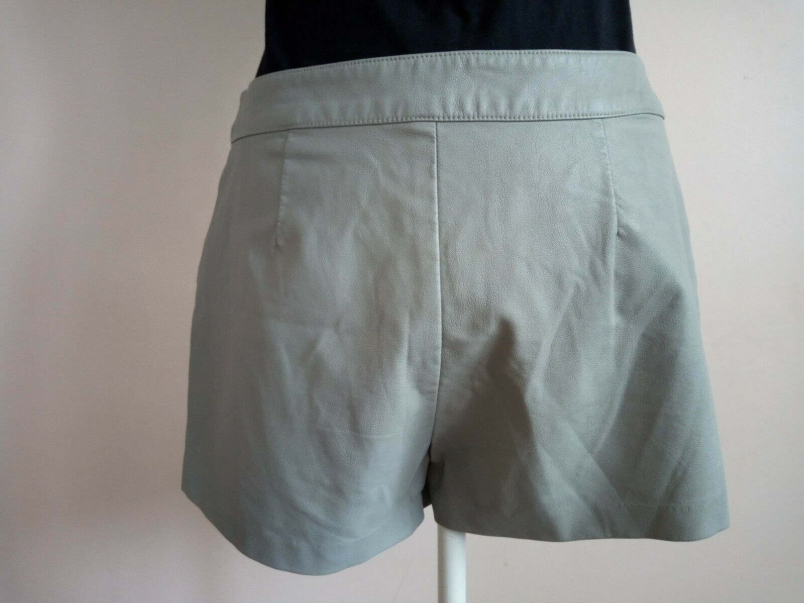 Short simili cuir gris forever 21 taille 38 neuf