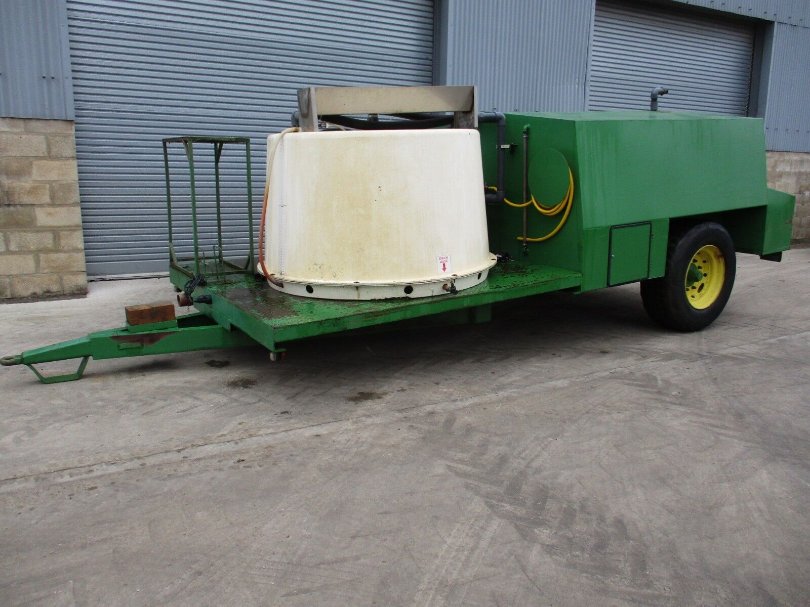 Spray Bowser / Water Bowser / Water Tanker / Sprayer Water Bower / Bowser