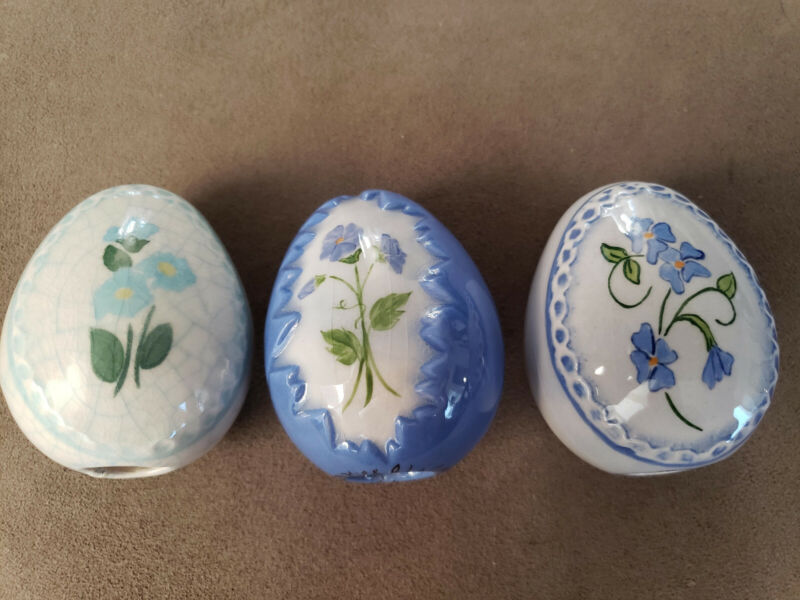 Ceramics A La Carte. Three beautiful handpainted vintage ceramic eggs.