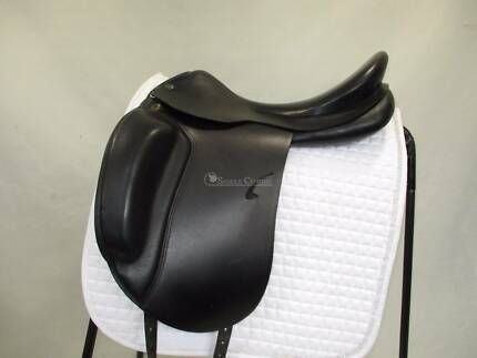 Prestige Roma Dressage Saddle  LIKE NEW  ** BARGAIN!!**