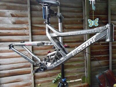 Scott Ransom 40 freeride frame with 3 stage susp travel loads of extras Downhill