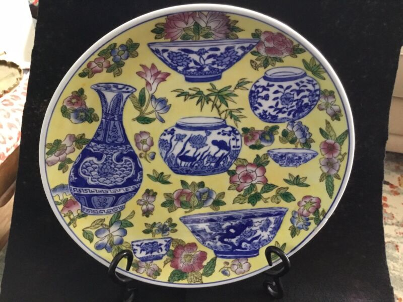 """EUC Chinoiserie Blue & White China Decorative Only Plate/ Yellow Background 10"""""""