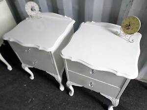 ☆  GORGEOUS QUEEN ANNE WHITE BEDSIDE TABLES (2) CRYSTAL HANDLES ☆ Tingalpa Brisbane South East Preview