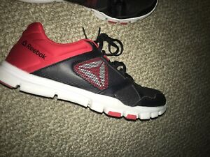 Size 9 Reebok shoes