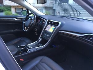 Ford Fusion-Navigation-Camera-Sunroof-Leather