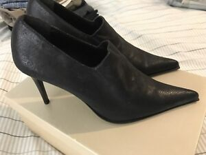 $20 Brand new Italian leather pointed-toe heels