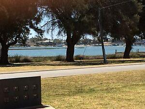Absolute waterfront unit Dudley Park Mandurah Area Preview