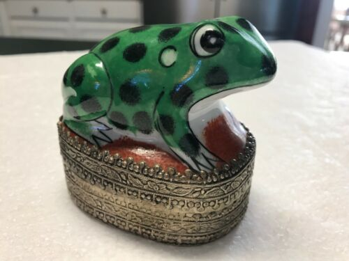 Ceramic Frog Vintage Trinket Box With Filigree Bottom