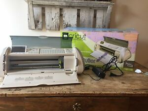"Cricut expression 24"" with accessories"