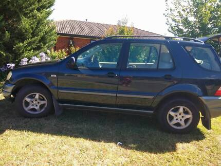 Mercedez Benz ML 320 Seven (leather) Seator with Low KM