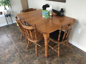 Kitchen table set - solid wood - great shape