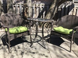 Outdoor patio bistro set comes with cushions