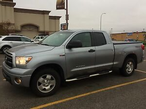 2011 Toyota Tundra LEATHER VERY CLEAN &WELL MAINTAINED 4*4