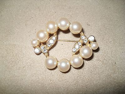 (Vintage Richleau Gold Tone Faux Cultured Pearl  and CZ Wreath Brooch)