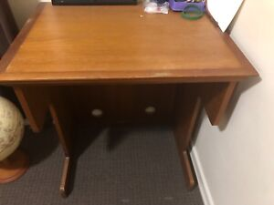 Small desk $20 must sell
