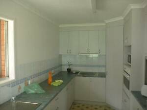 KITCHEN large 10 years old good condition / stove / range hood / Caloundra Caloundra Area Preview
