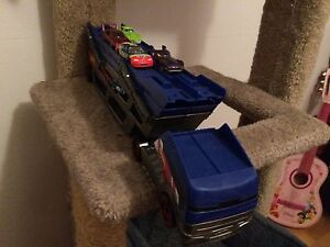 Hot wheels transportation truck with 4 cars