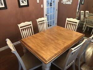 Dining Room Table, 6 Dining Room Chairs and Extension Leaf