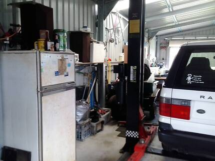 Garage and Workshop Plus Sale Cooloongup Rockingham Area Preview