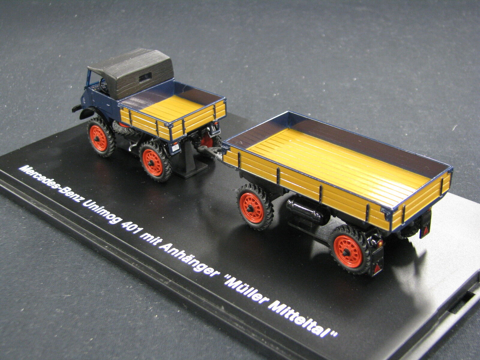 Remorque unimog 411 - Page 4 Schuco-Mercedes-Benz-Unimog-401-mit-Anhanger-Muller-Mitteltal-_57