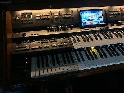Roland Organ Atelier AT800 Artist Edition  Touchscreen Barely Used