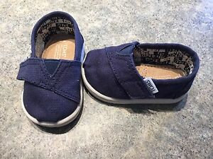 NEW baby TOMS size 3