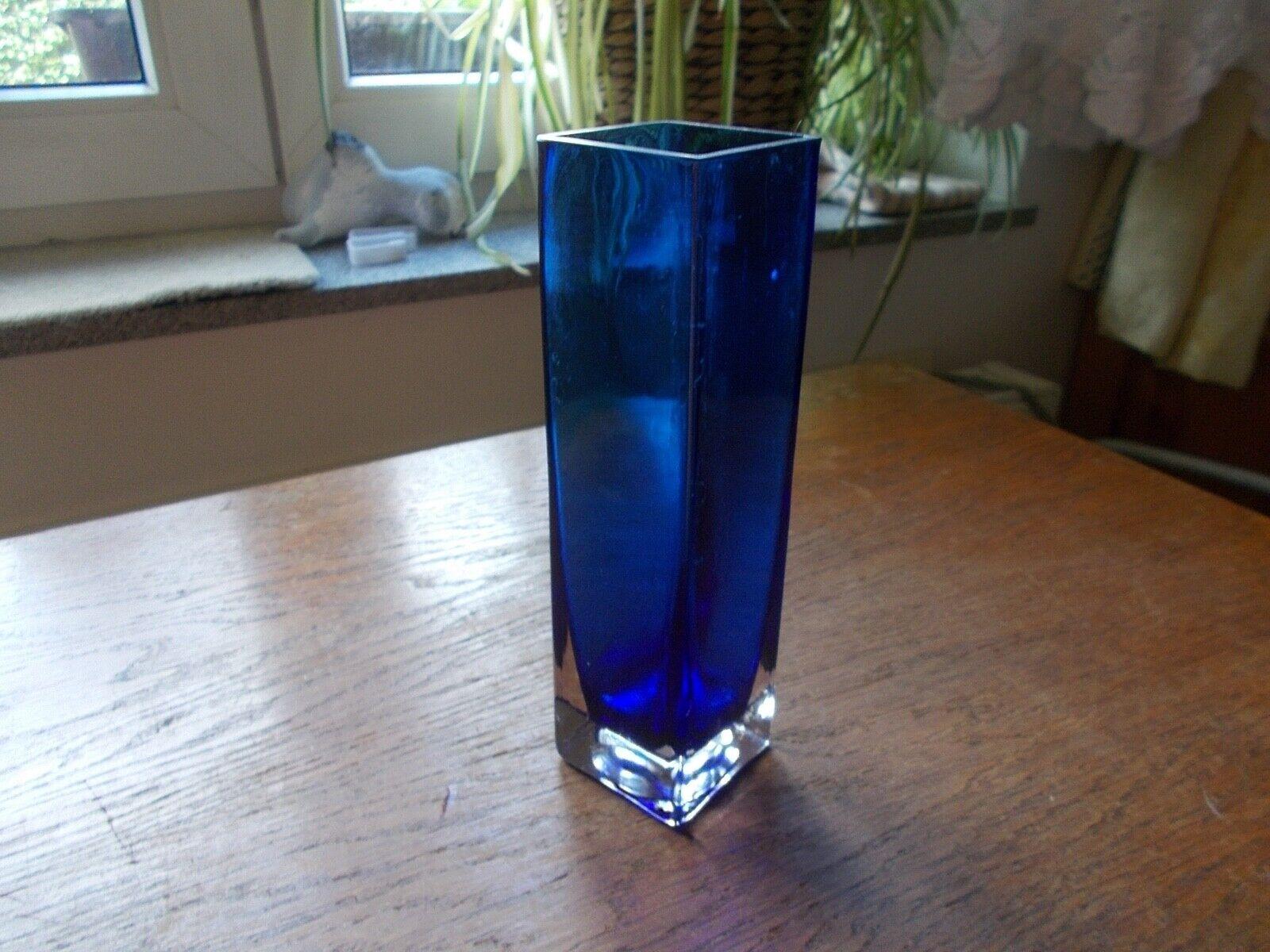 Blaue Glas Vase innen dunkelblau überfangen viereckig 19,5 cm hoch Glasvase top!