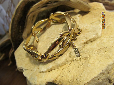 (Vintage Signed MONET Gold Tone Flame Pattern Linked  bracelet with safety chain)