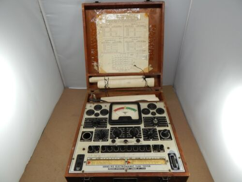 vintage Precision No.912 Vacuum ELECTRONAMIC TUBE TESTER in dovetailed wood case