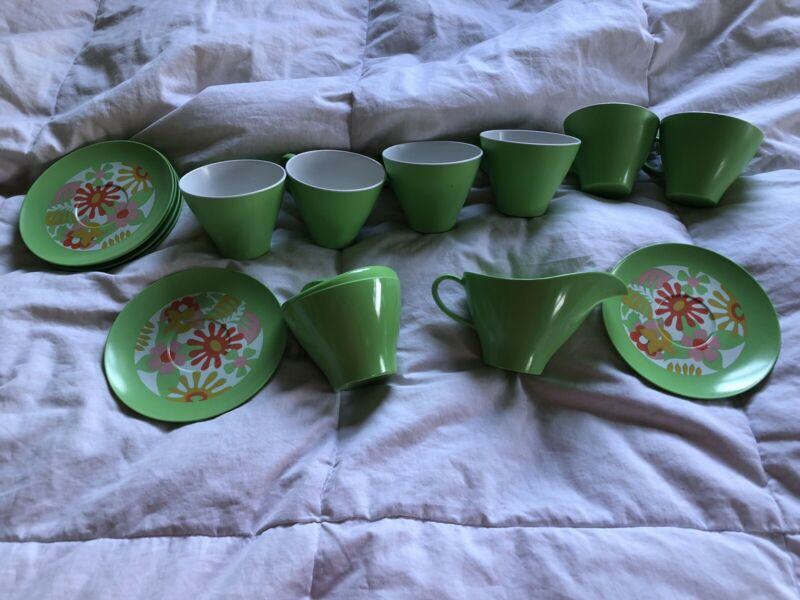 Lot 32 Piece Vintage Melamine Dishes Flower Power Cup Plates Bowls Green Plastic