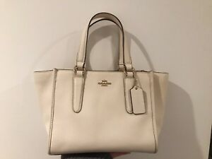 Authentic Coach leather purse/bag comes with dust bag,strap,card