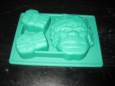 THE AVENGERS THE HULK FACE AND FIST BIRTHDAY CANDY MOLD ICE TRAY CUPCAKE - The Hulk Fist