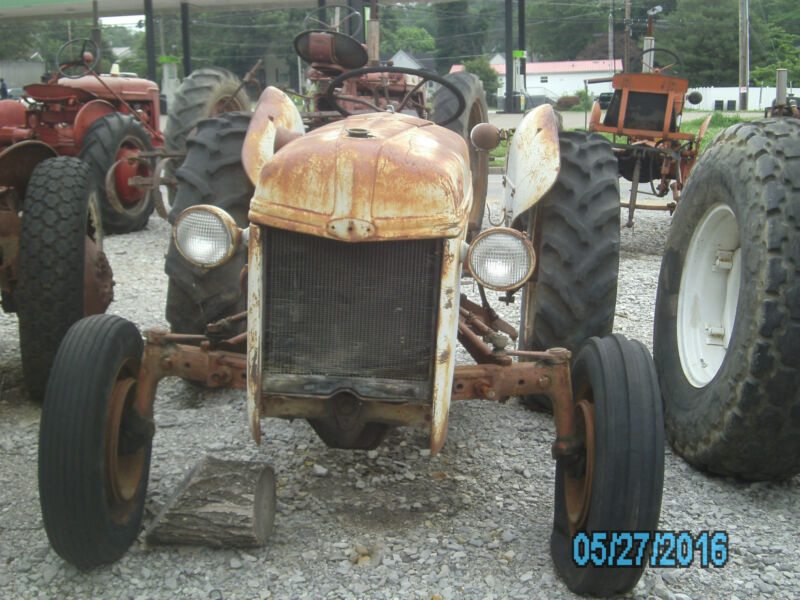 FORD 8N TRACTOR WITH FRONT MOUNT DISTRIBUTOR