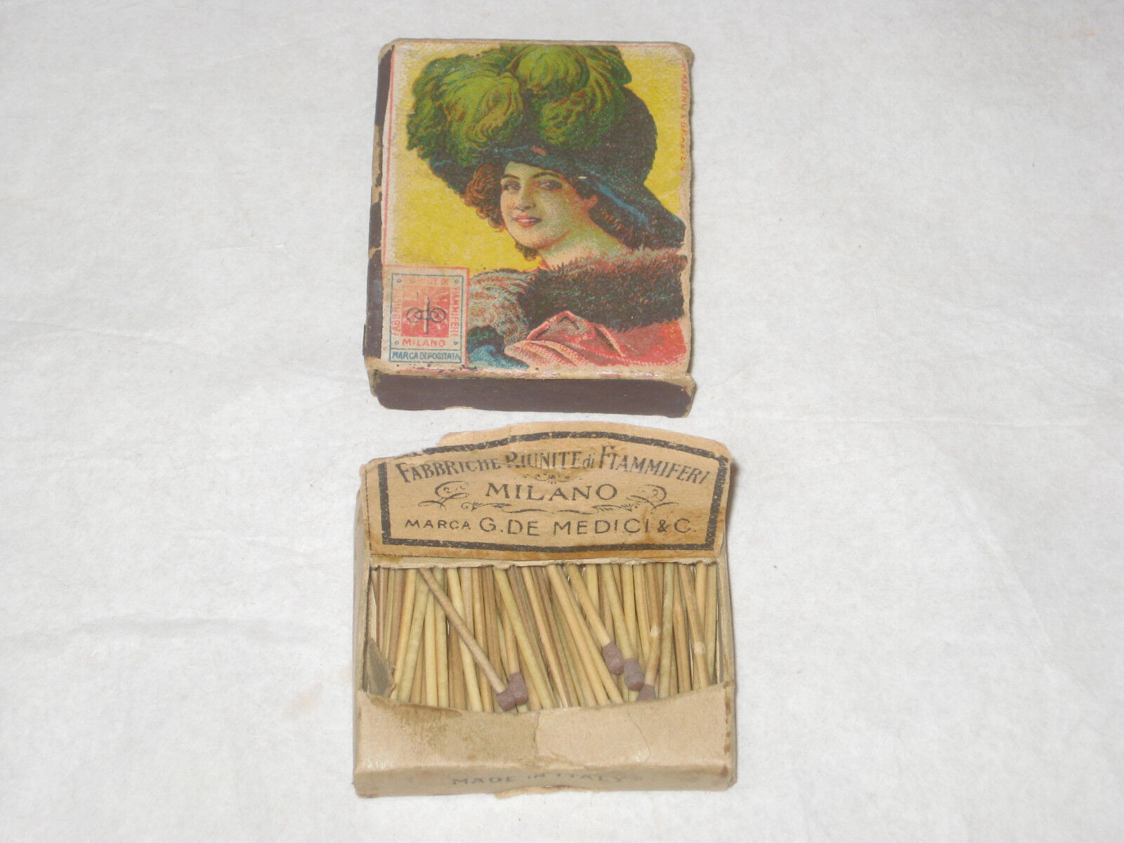 Antique cardboard matchbox Marca G de Medici with matches made in Italy