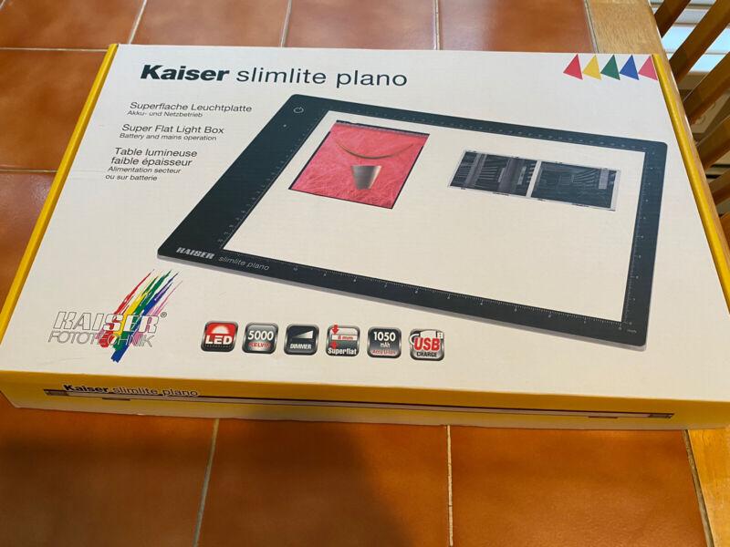 "Kaiser Slimlite Plano 5000K 12.6"" X 9"" Battery/AC Lightbox w/ USB Cable Adapter"