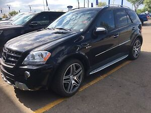 2010 MERCEDES BENZ ML 63 AMG LIKE NEW LOW KMS