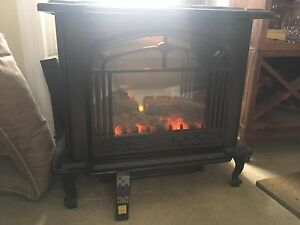 Electric fireplace with wireless remote