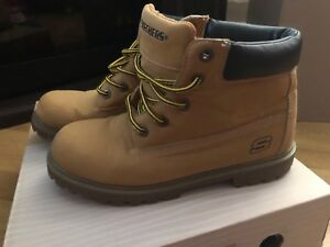 Sketchers boots size 4US