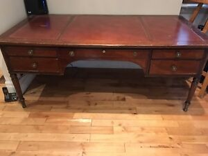 Kittinger Desk with three leather inserts
