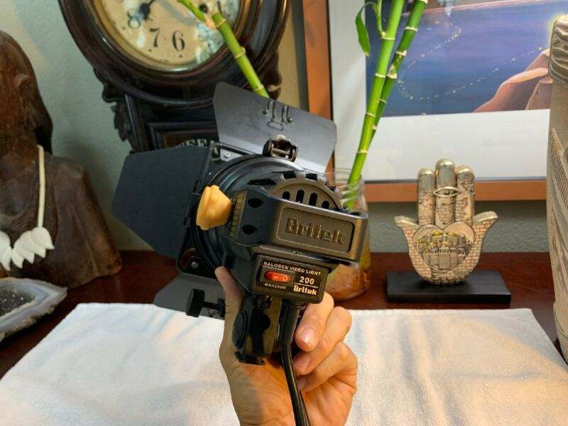 Britek 200 Halogen Video Light 200 Watts EXCELLENT Shape Needs Bulb