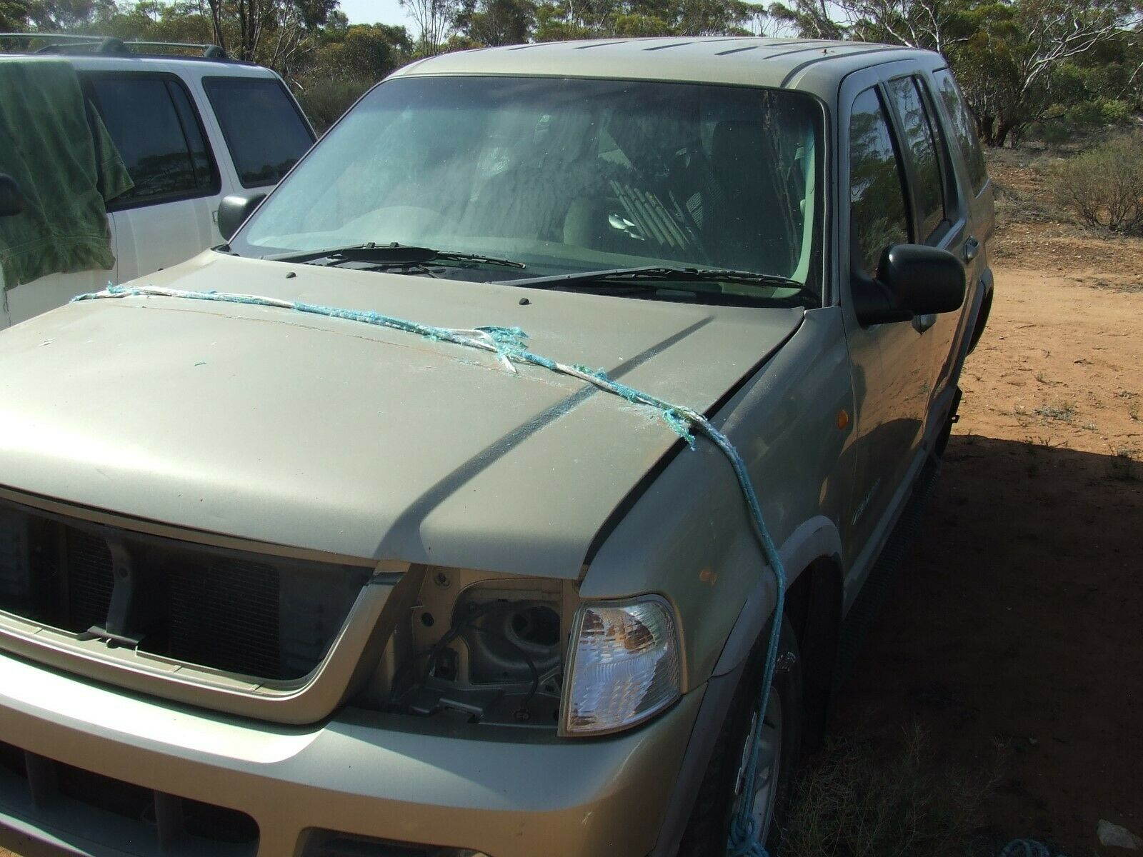 Car Parts - 2000-2003 Ford Explorer wagon 2 complete cars for wrecking all parts available