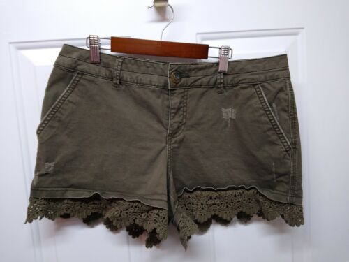 Maurices Ladies Shorts 9/10 Very Cute Distressed Look Green Lace At The Bottom  - $7.00