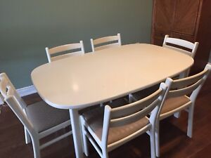 Solid wood white lacquered table and chairs