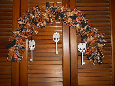 HALLOWEEN RAG GARLAND ARCH Skull key metal - Metal Halloween Archway