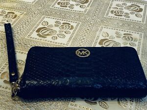 Authentic gently used Mk wallet good condition