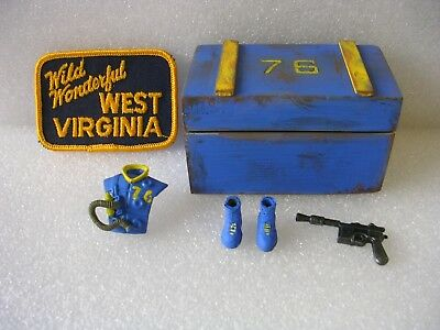 Fallout 76 Storage Crate - 10MM Pistol Vault Dweller Suit  West Virginia Patch - Fallout Vault Suit