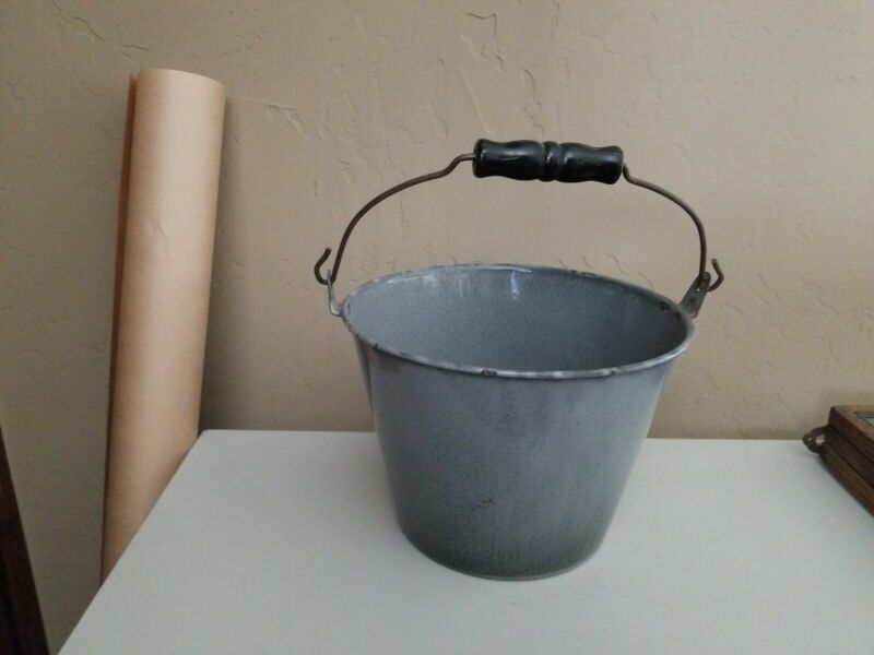 VERY SWEET SMALL GRAY GRANITEWARE WATER PAIL WITH BAIL HANDLE