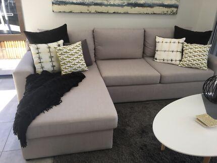 Wanted: Lounge setting light grey